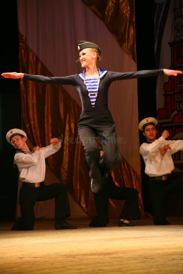 杂技老传统全国俄国水手舞蹈Yablochko 免版税库存照片