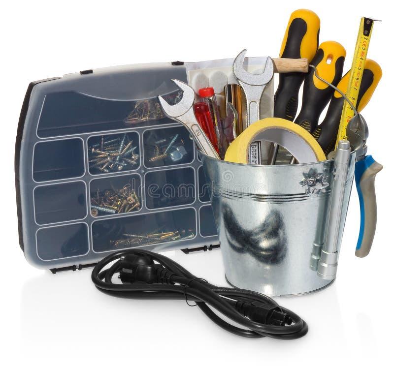 杂物工工具箱:螺丝刀,板钳,磁带,钳子, measuri 库存照片