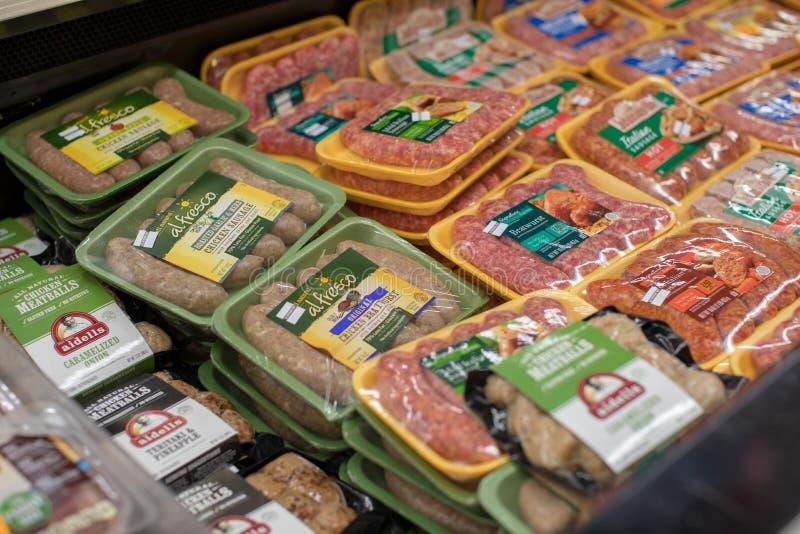 杂货店架子在萨费维杂货店在街市波特兰 库存图片