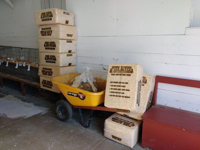 杉木动物卧具,削片整体供电,鸡、兔子、豚鼠和其他小生物的,宾夕法尼亚,美国 免版税库存照片