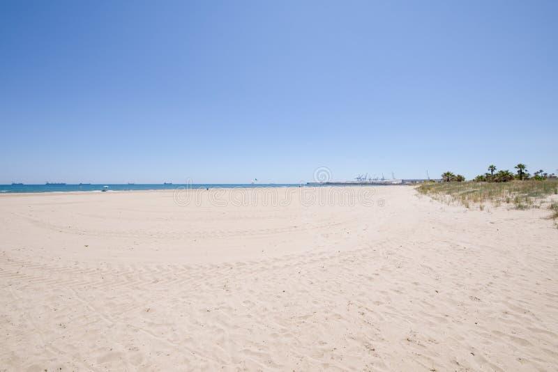杉木海滩在Castellon港口视图Grao  免版税库存照片