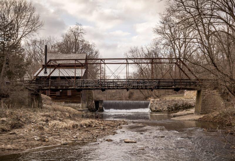 杉木磨房桥梁在衣阿华 图库摄影