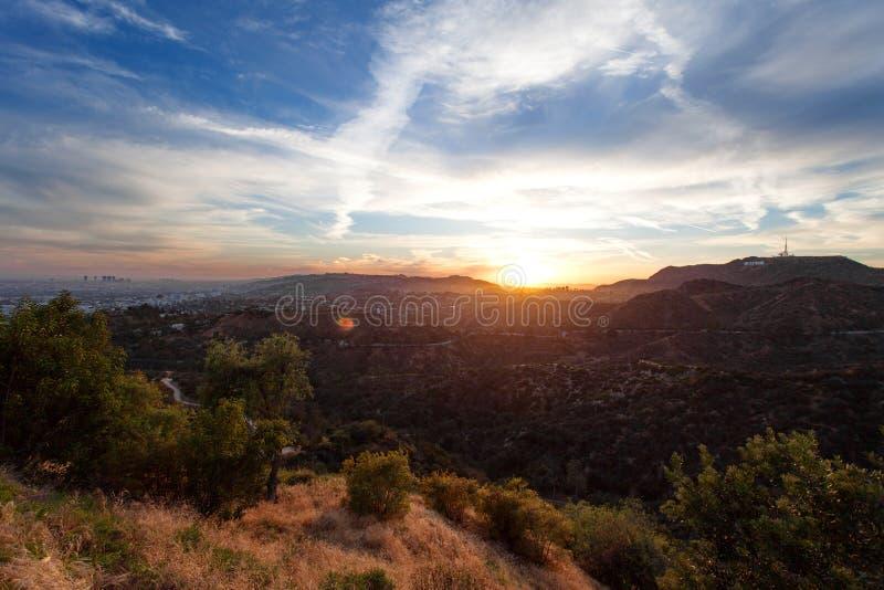 洛杉矶,从格里斐斯公园的看法日落的,南加利福尼亚好莱坞Hills的 免版税库存图片
