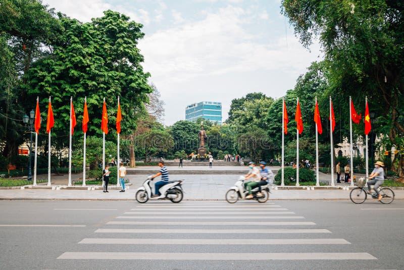 李公蕴和公园雕象Hoan的Kiem在河内,越南 免版税图库摄影