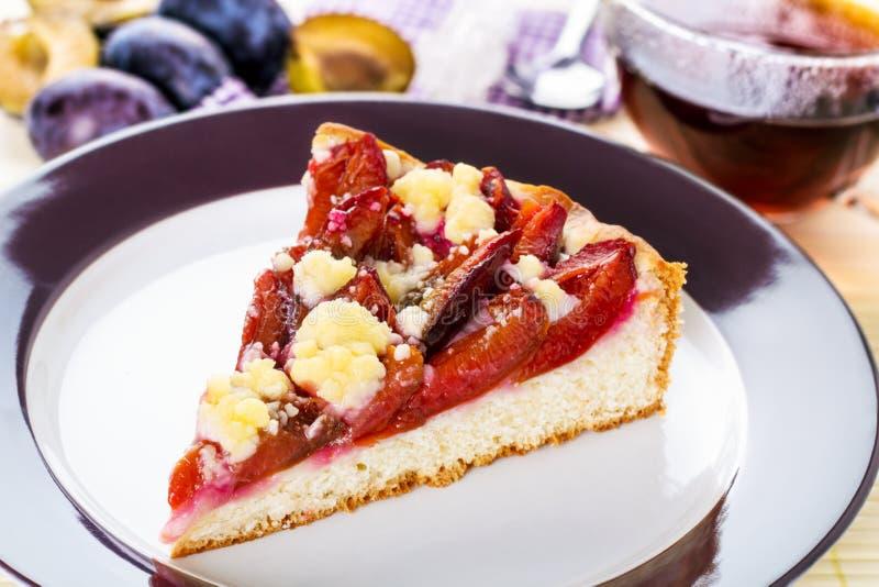 李子蛋糕 免版税库存照片