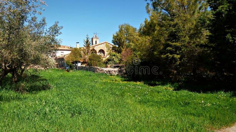 村庄在卡塔龙尼亚的乡下 免版税库存图片