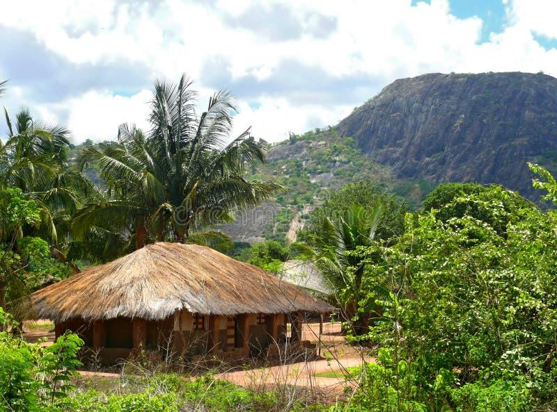 村庄在山。美妙地美好的风景。 库存图片