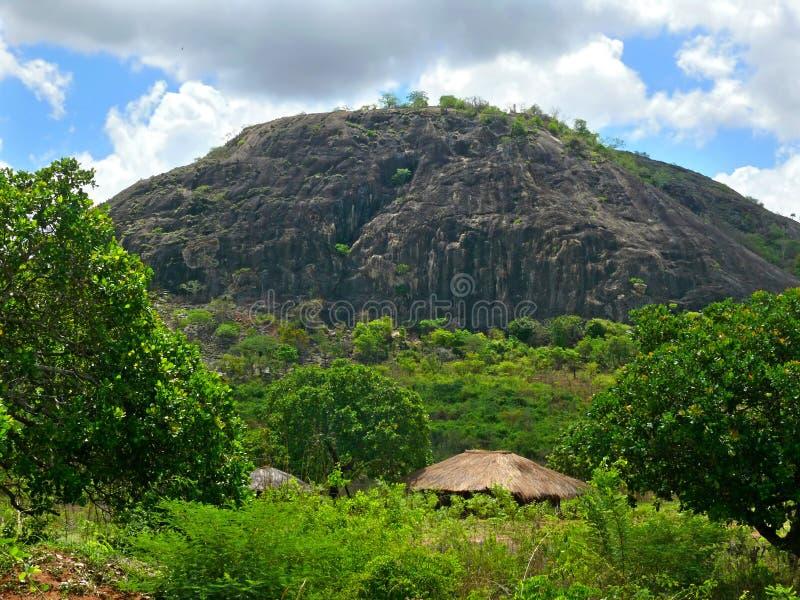 村庄在山。美妙地美好的风景。 免版税库存照片