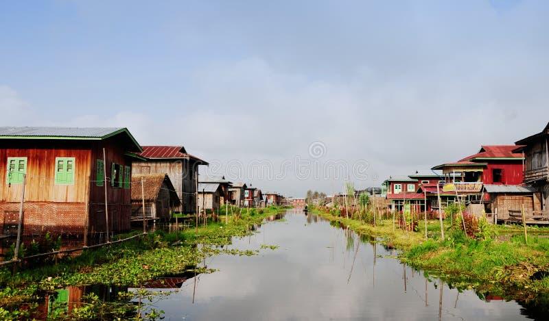 村庄的在掸邦,缅甸浮动房子 免版税库存图片