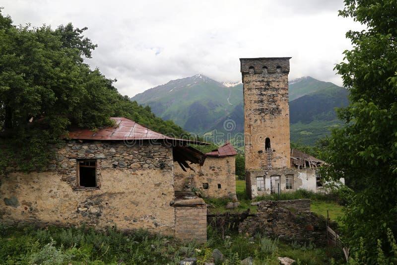 村庄的Svan塔的看法 免版税库存照片