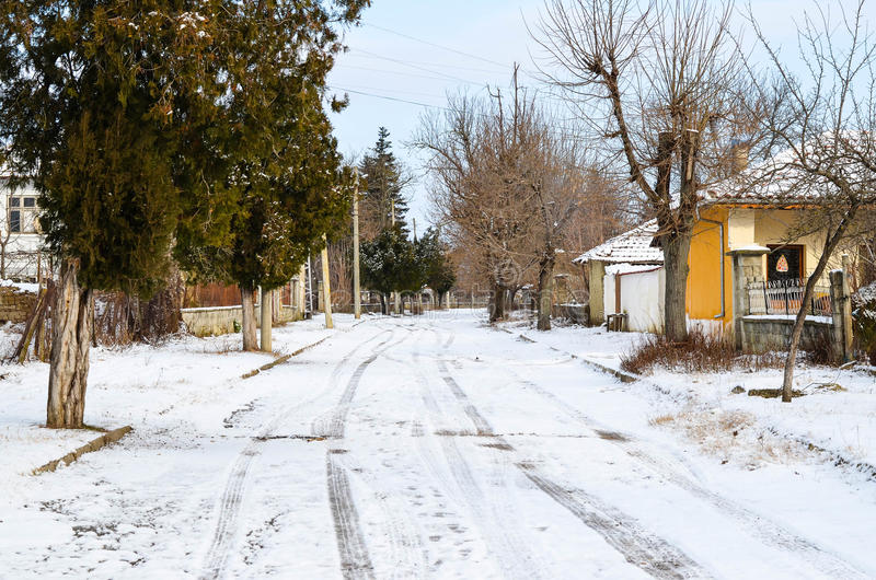 村庄街道在冬天 库存图片