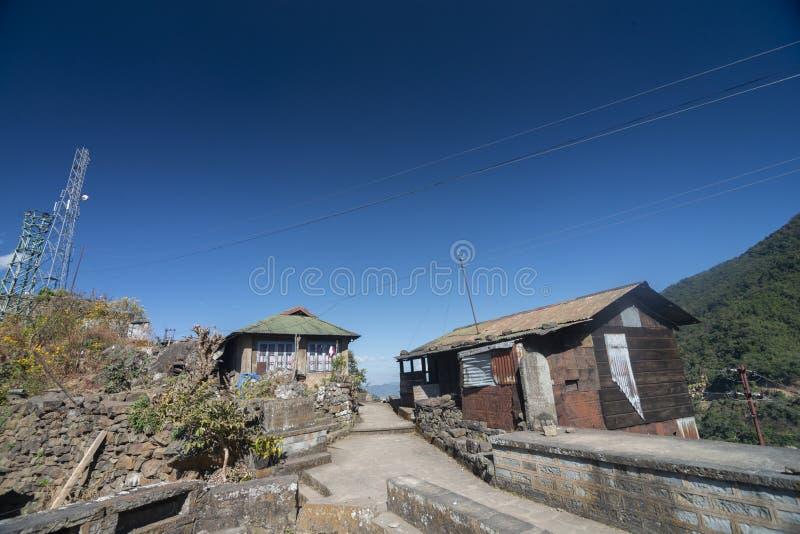 村庄议院被看见在Khonoma村庄,那加兰邦,印度 免版税库存照片