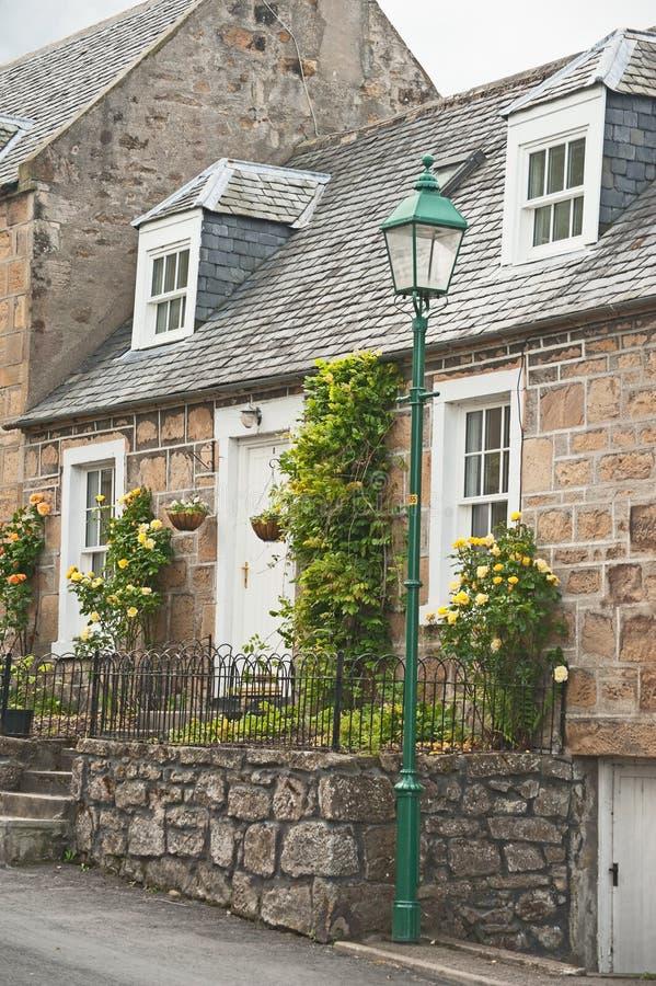 村庄露台玫瑰的苏格兰人 免版税库存照片