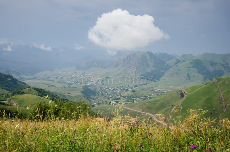 村庄风景和云彩 免版税库存照片