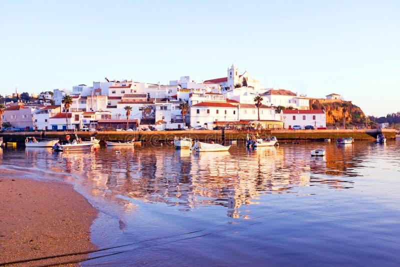 村庄Ferragudo在阿尔加威葡萄牙 库存图片
