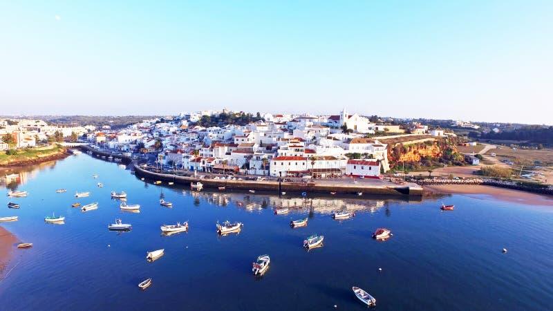 村庄Ferragudo在阿尔加威葡萄牙 免版税图库摄影