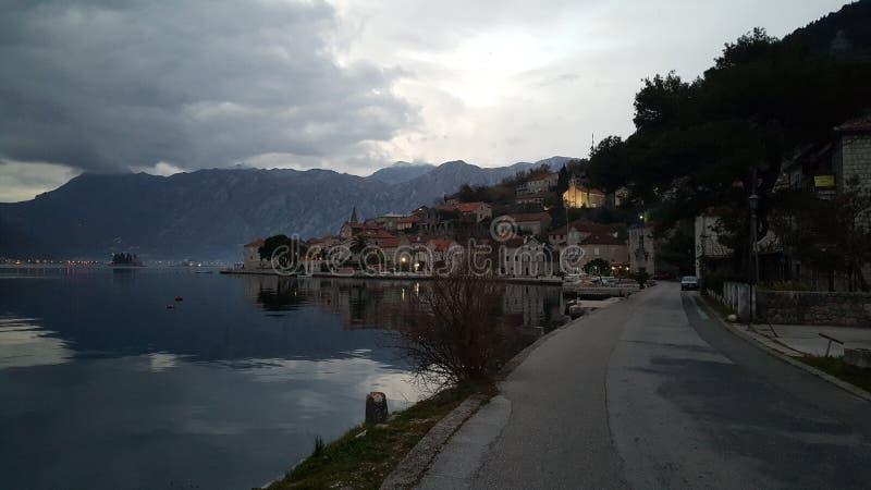 村庄Perast在晚上 免版税库存照片