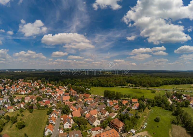 村庄Tennenlohe的空中照片在市的埃尔朗根附近 免版税库存照片