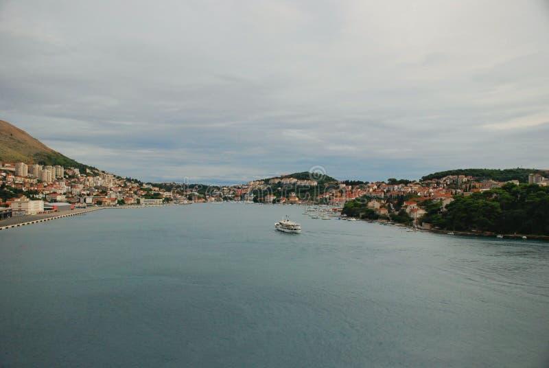 杜布罗夫尼克口岸,克罗地亚全景江边视图  免版税库存照片