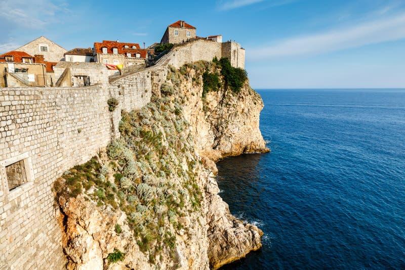 杜布罗夫尼克和它的防御墙壁城市在达尔马提亚 库存图片