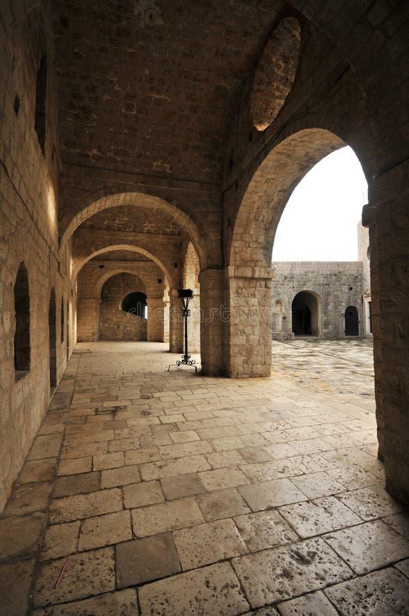 杜布罗夫尼克老市墙壁、克罗地亚& x28; 王位scenes& x29比赛; 图库摄影