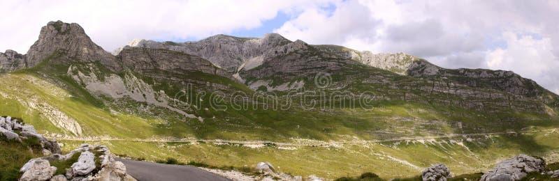 杜米托尔国家公园国家公园,有路的黑山 图库摄影