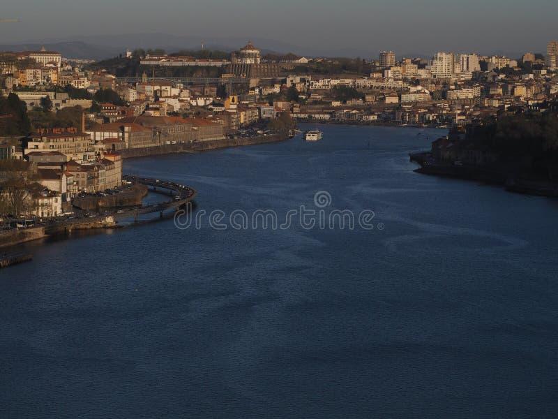 杜罗河河和波尔图视图 免版税库存照片