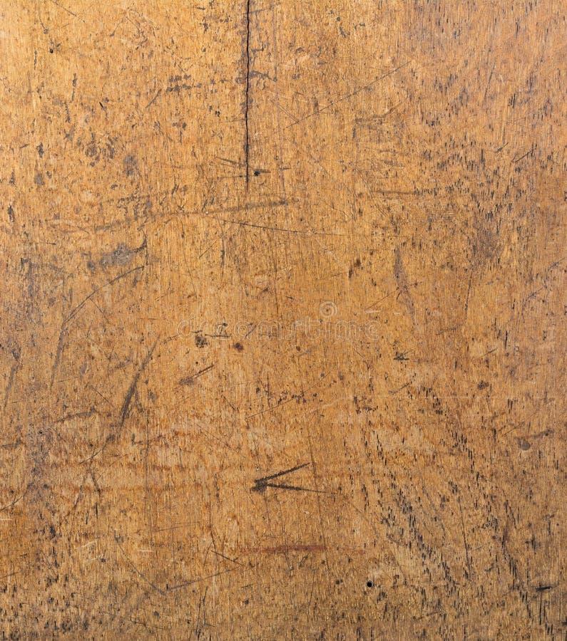 束在木桌上的大古色古香的钥匙 免版税库存图片