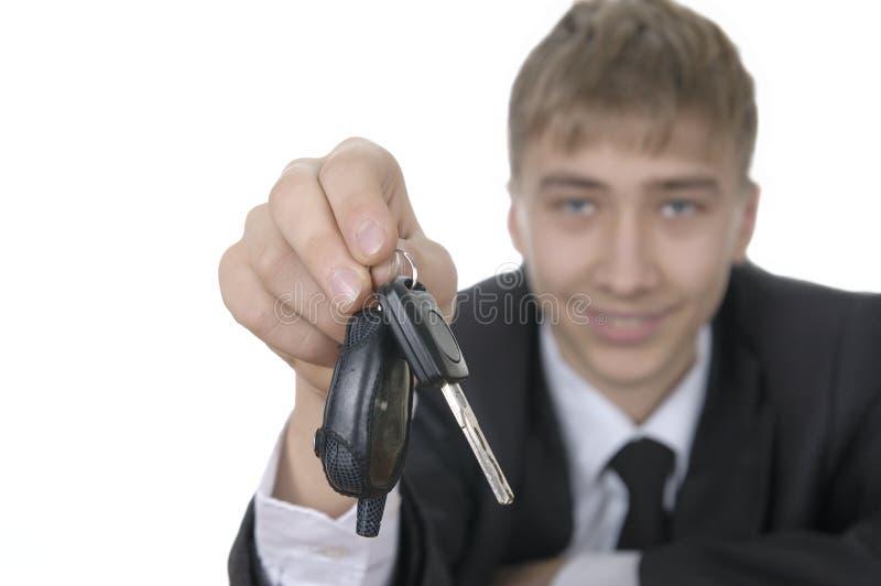 束提供少年的汽车关键字 免版税库存图片