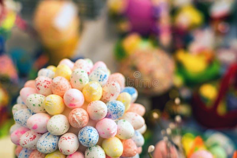 束装饰五颜六色的复活节彩蛋 库存照片