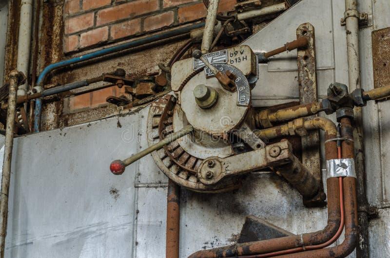 杠杆在工厂的锅炉室 库存照片