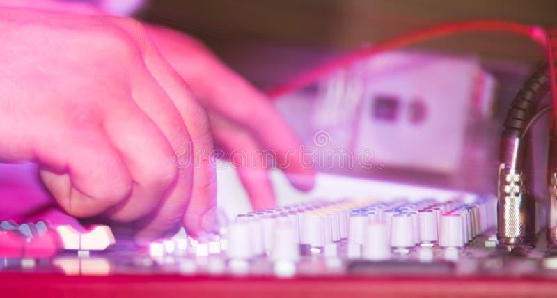 条频器在音乐控制台调整 库存图片