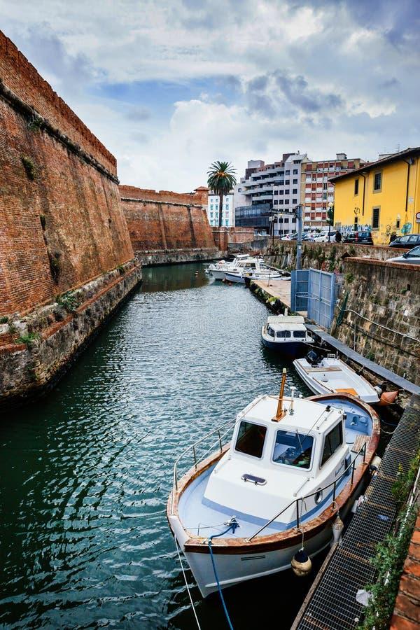 来克亨鸡,意大利- 2017年10月3日:里窝那,托斯卡纳,意大利威尼斯湾Nuova区的看法  旅行风景都市风景明信片 图库摄影