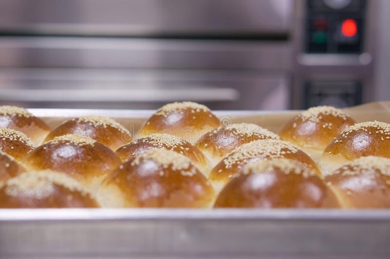 来回面包的大面包 免版税图库摄影