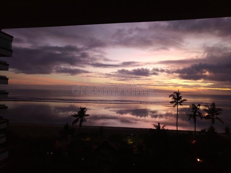 来的日出开始在sanur海滩 免版税图库摄影