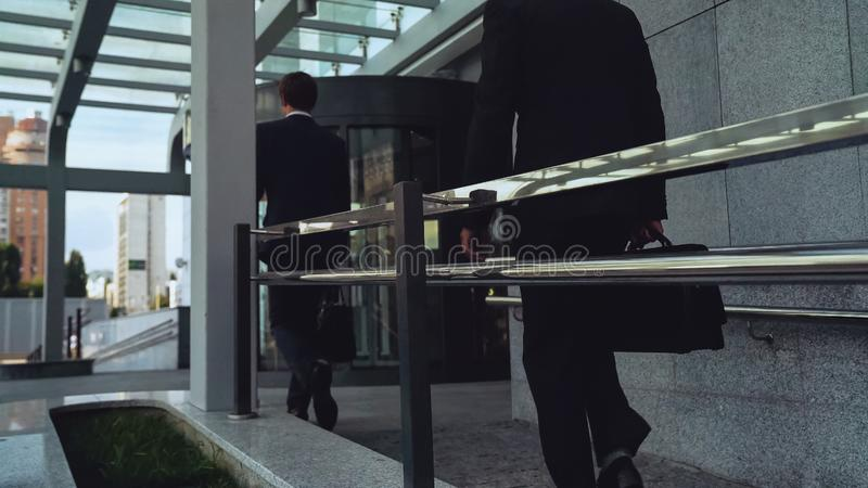 来的雇员及早在早晨,商人,修造的事业工作 免版税库存照片