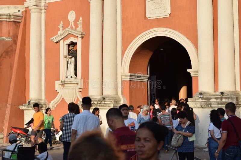 来自大教堂门户的宽容献身者在基督受难日期间,作为圣周庆祝一部分 免版税图库摄影