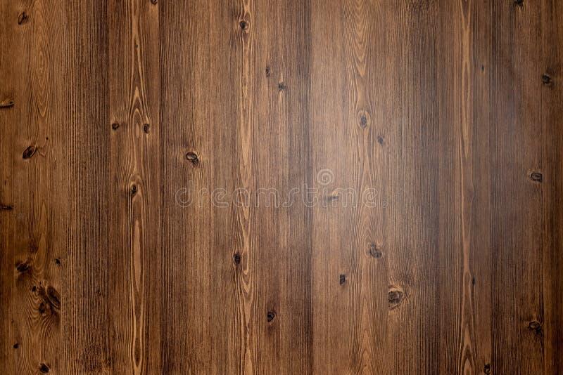 来自自然树的布朗木纹理背景 与美好的样式的木盘区 您的工作的空间 免版税库存图片