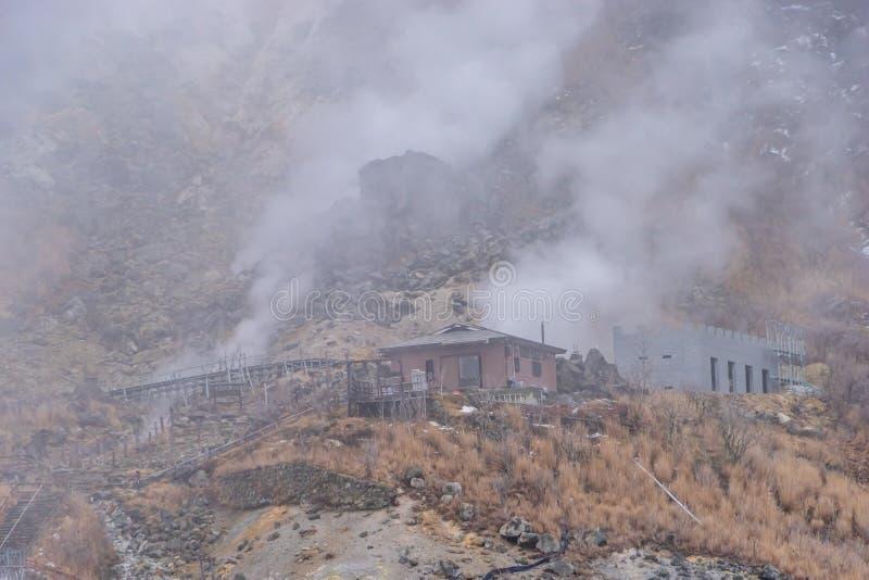 来自owakudani Valcano春天的温泉的蒸汽 免版税库存照片