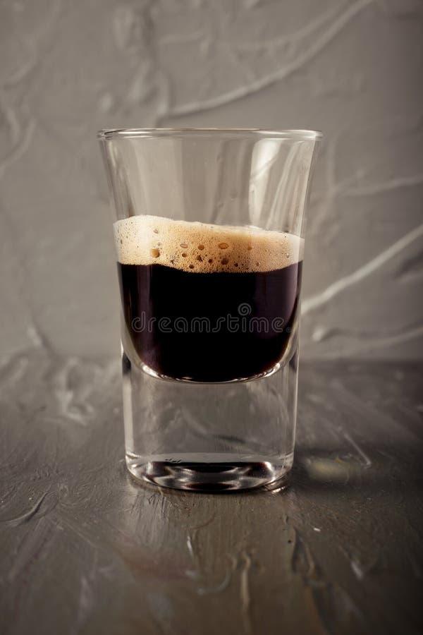 杯与所有成为不饱和的环境的咖啡 免版税库存照片