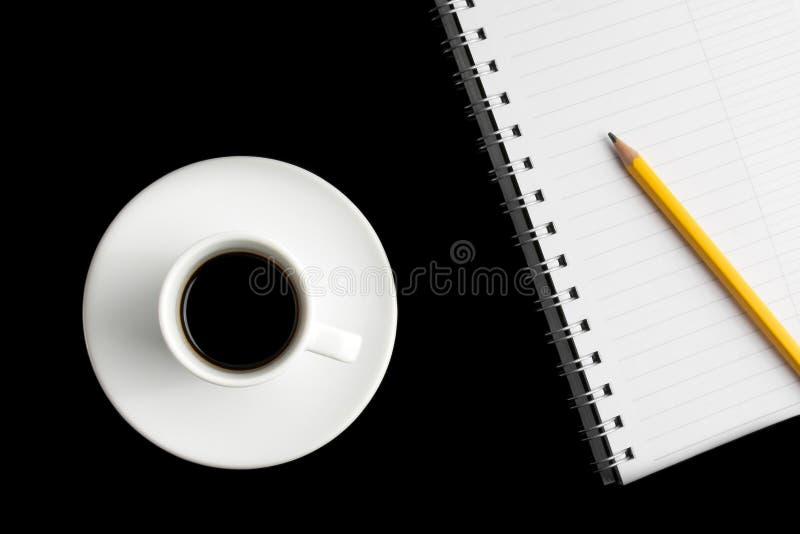 杯与笔记薄的无奶咖啡 库存图片
