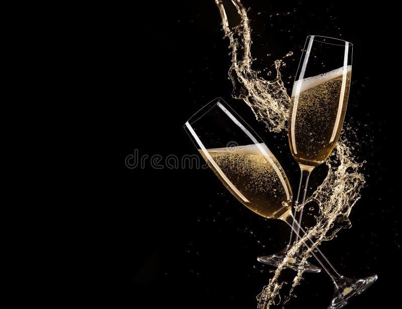 杯与飞溅,庆祝题材的香槟 库存图片