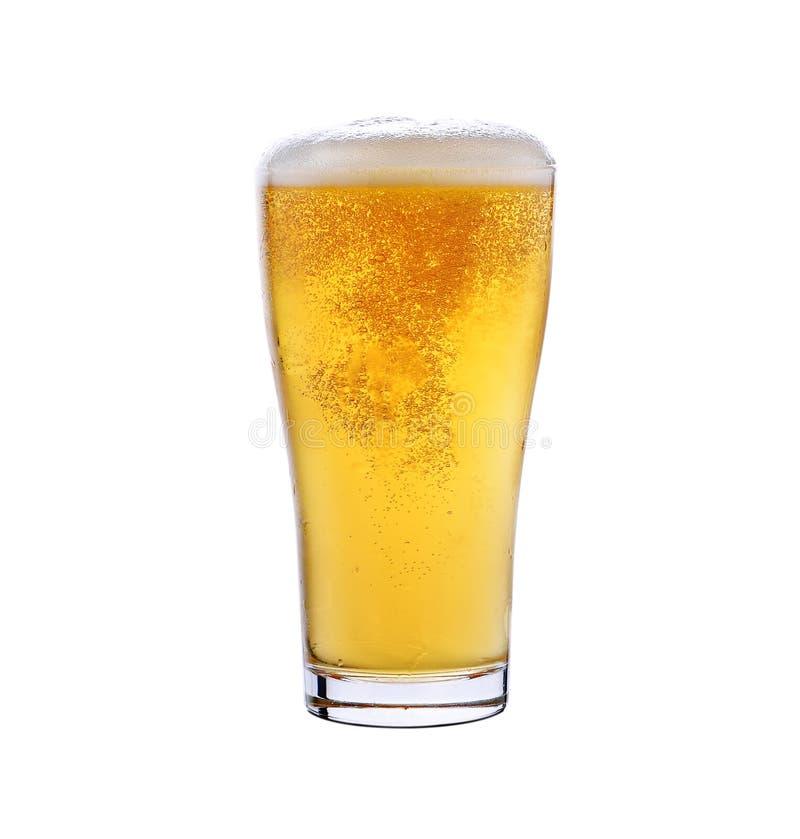 Download 杯低度黄啤酒 库存图片. 图片 包括有 金子, 打赌的人, 起泡的, 打击, browne, 新娘, 烤肉 - 59107677