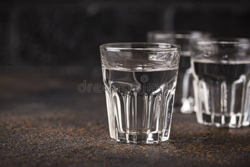 杯俄国饮料伏特加酒 免版税图库摄影