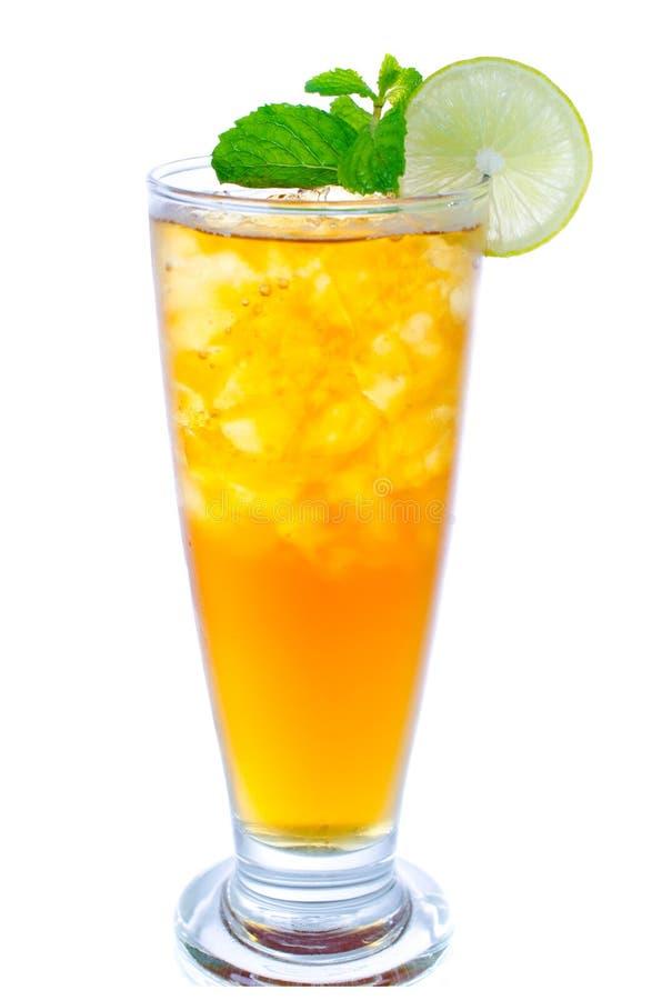 杯冰茶用在白色背景的柠檬 免版税图库摄影
