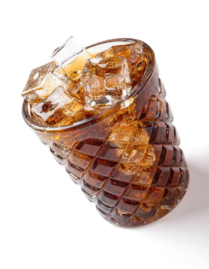 杯在白色的被冰的可乐与裁减路线 库存图片