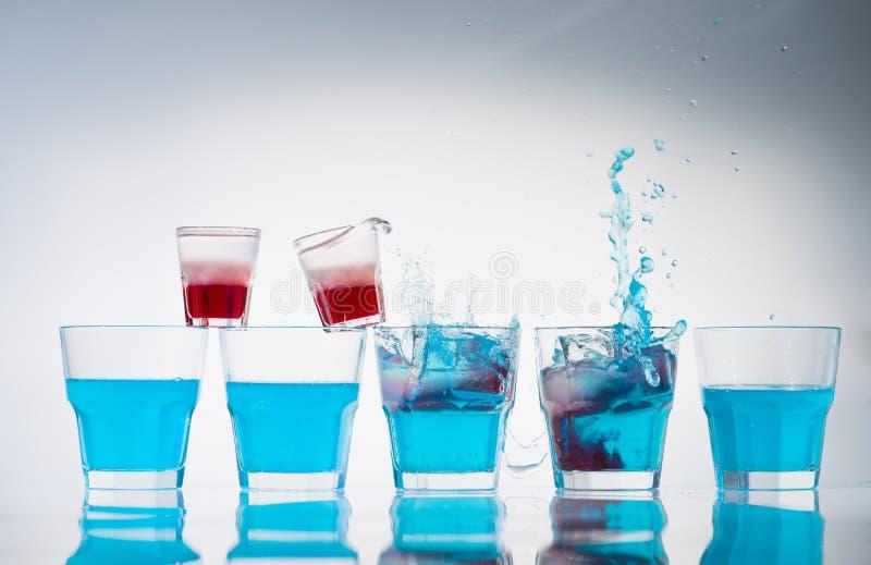 杯子和小玻璃行线  图库摄影