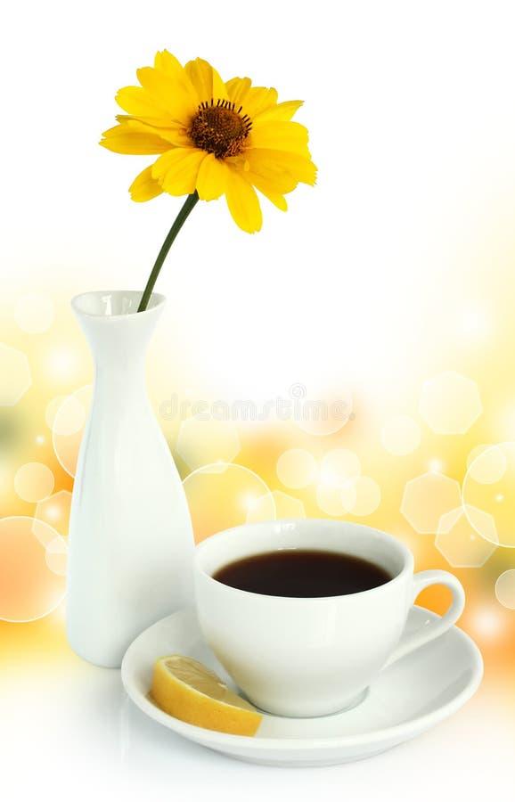 杯子柠檬茶 免版税图库摄影