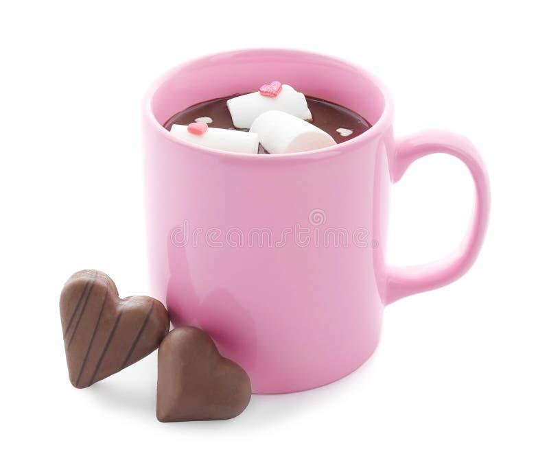 杯巧克力热饮用蛋白软糖和糖果在白色背景 库存图片