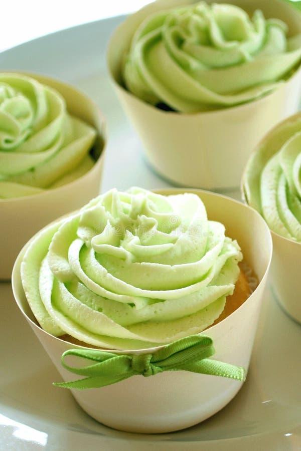 杯形蛋糕绿色结冰 免版税库存图片